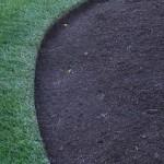 Natural cut landscape mulch bed edging
