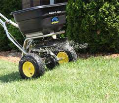 fertilizer spreader fertilizing